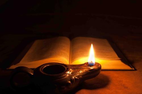 Lampada per i miei passi è la tua Parola. Luce sul mio cammino.